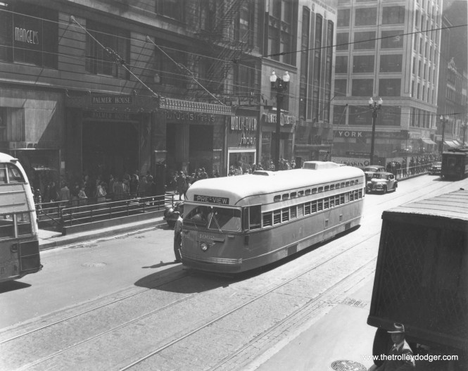 """CSL 4062 in """"Pre-View"""" service, northbound on State near Monroe in September 1946. (CSL Photo)"""