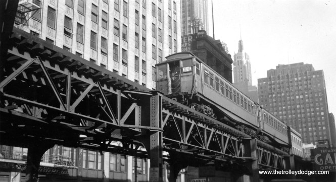 """A two-car Garfield Park train, including car 2848, on the Loop """"L"""". (George Snyder Photo)"""