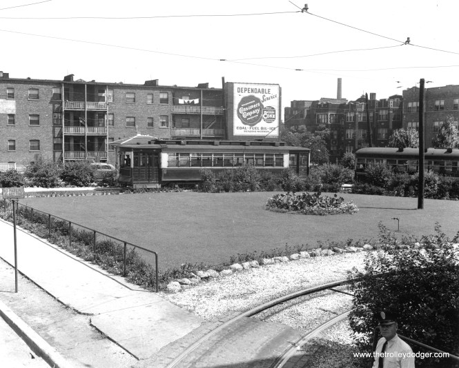 The Clark-Arthur loop, looking northeast. (Chicago Surface Lines Photo, Krambles-Peterson Archive)