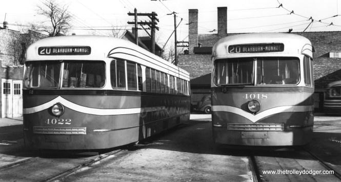CSL 4022 and 4018, with varying stripes, at Kedzie and Van Buren in December 1945. (Joe L. Diaz Photo)