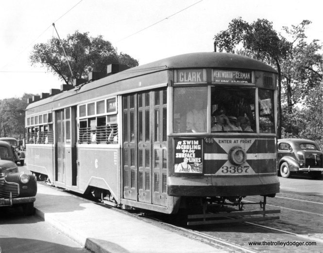 CSL 3367 on Clark at Armitage. (Krambles-Peterson Archive)