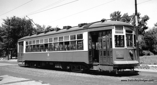 CTA 3266 at 71st and California on the 67-69-71 route on May 29, 1949. (John F. Bromley Collection)