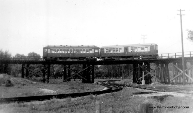 """""""CTA elevated train on loop over Aurora-Elgin track (Garfield Park line, Des Plaines Ave.), August 1955."""" (Roy Bruce Photo)"""