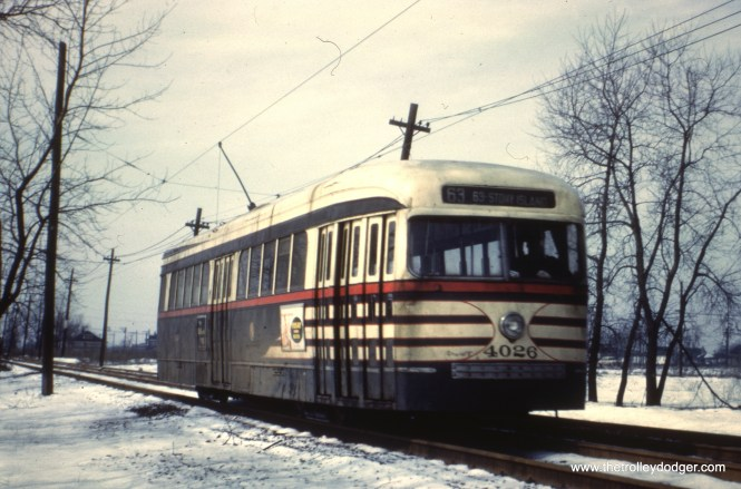 CTA 4026 is eastbound on private right-of-way at the west end of route 63.