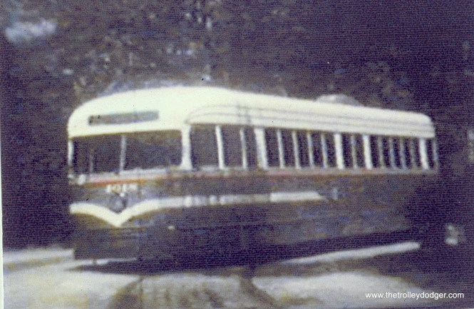CSL 4018 in experimental colors, at the Madison-Austin loop. (John Marton Collection)