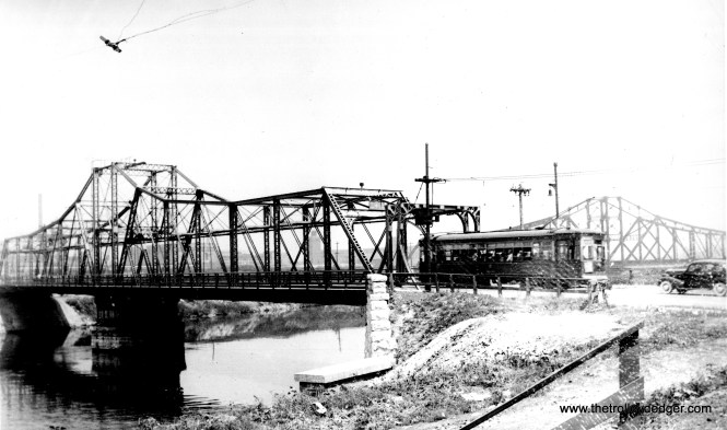 """Perhaps one of our readers can help identify this bridge. Andre Kristopans: """"The first bridge photo is Kedzie across the Sanitary & Ship Canal. The IC bridge in the background is still there, the Kedzie bridge was replaced mid-1960's, which caused the conversion of the Kedzie-California trolley bus route to motor buses, because CTA did not want to put wires on the shoo-fly."""" Bill Shapotkin adds, """"This is the Kedzie Ave bridge over the river south of 31st St. View looks E-N/E. Note the still-in-service IC bridge in background (which I did ride over under Amtrak)."""" (Edward Frank, Jr. Photo)"""