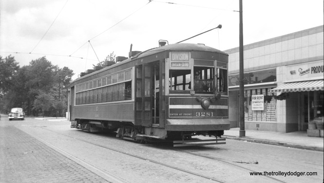 CSL one-man car 3281 is at Division and Austin, west end of that line. Before there were off-street turnback loops, double-ended streetcars typically stopped right in the middle of the street before going back the other way. Across Austin, that's suburban Oak Park.