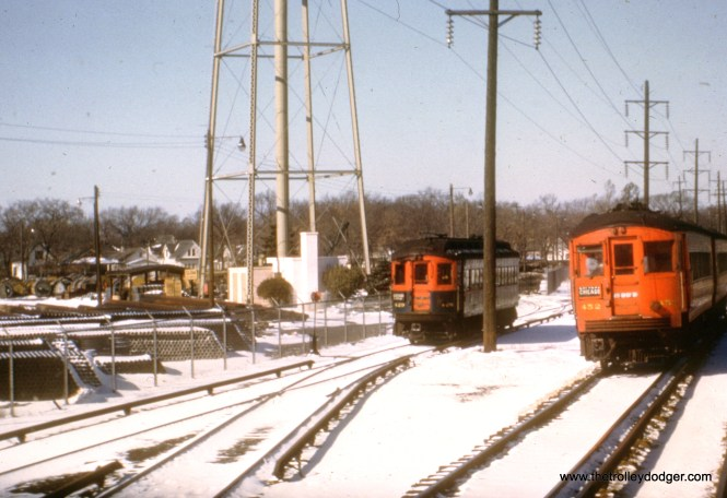 CA&E 429 heads east near Commonwealth Edison just west of the DesPlaines River. Meanwhile, 452 heads west.
