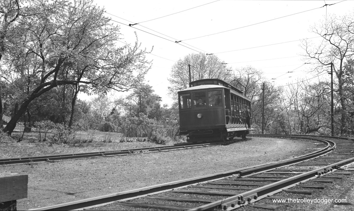 Car 25 approaches a station. (W. Lupher Hay Photo)
