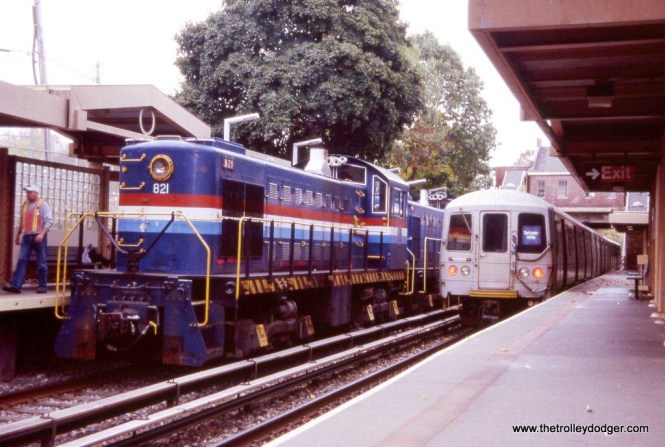 """Staten Island S-1 #821 & R-44 cars at Annadale. The Alco was leading an Electric Railroaders Association """"Farewell to the Alcos"""" fan trip on October 25, 2008."""