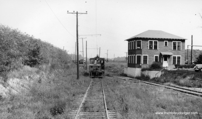Indiana RR 752 waiting for loads at mine scale