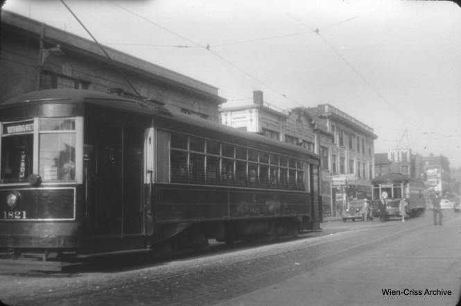 CSL 1821 on North Avenue. (William C. Hoffman Photo, Wien-Criss Archive)