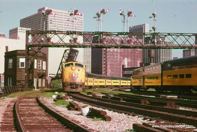 Chicago & North Western commuter trains at Clinton Street Tower in September 1978. (Robert Janz Photo, William Shapotkin Collection)