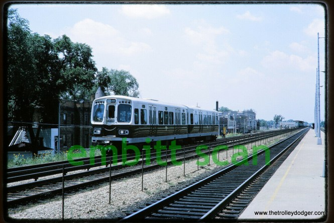 "2000s on the Lake Street ""L"" in 1965, looking west-southwest from the Chicago & North Western platform in Oak Park."