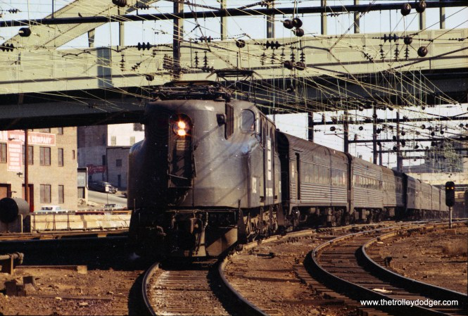 Amtrak GG1 entering B&P Tunnel, Baltimore. (John Engleman Photo)
