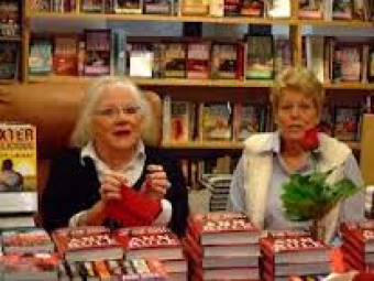 ann-rule-book-signing
