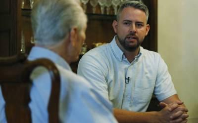 Stan Farr's son meets Davis