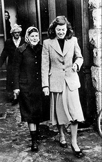 Image of Pauline Parker and Juliet Hulme, who were convicted of murdering Parker's mother.