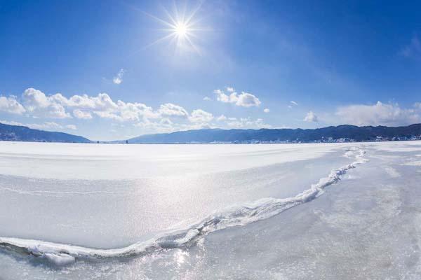 Lake Suwa winter