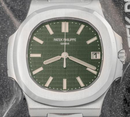Green dial Nautilus 5711 closeup