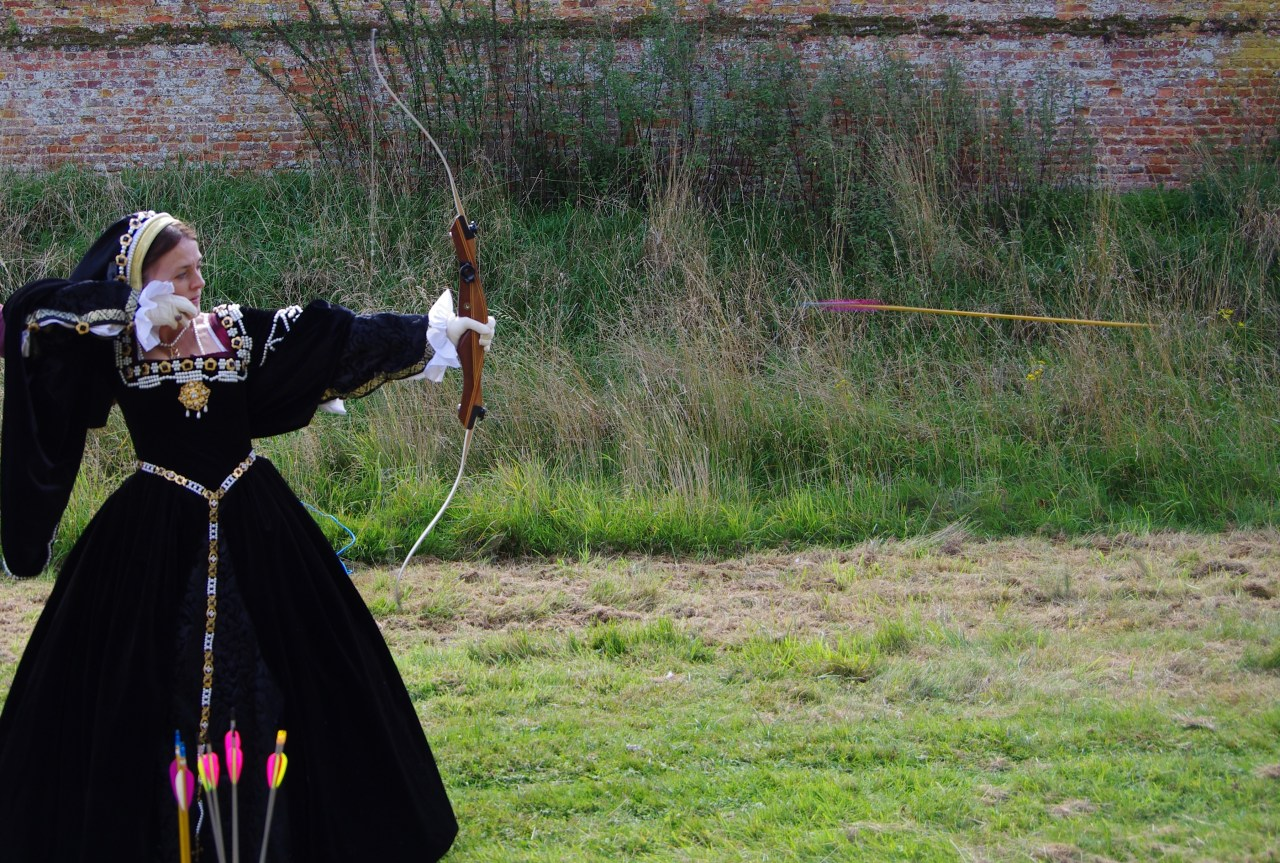 Tudor lady learns archery as Katherine Parr would have at Rye House