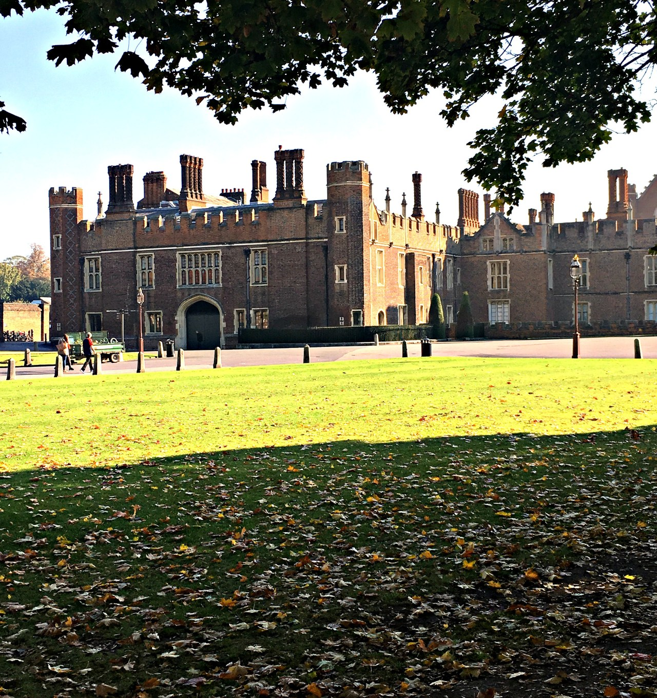 Essential Guide to Saving Time and Money on your Tudor Vacation