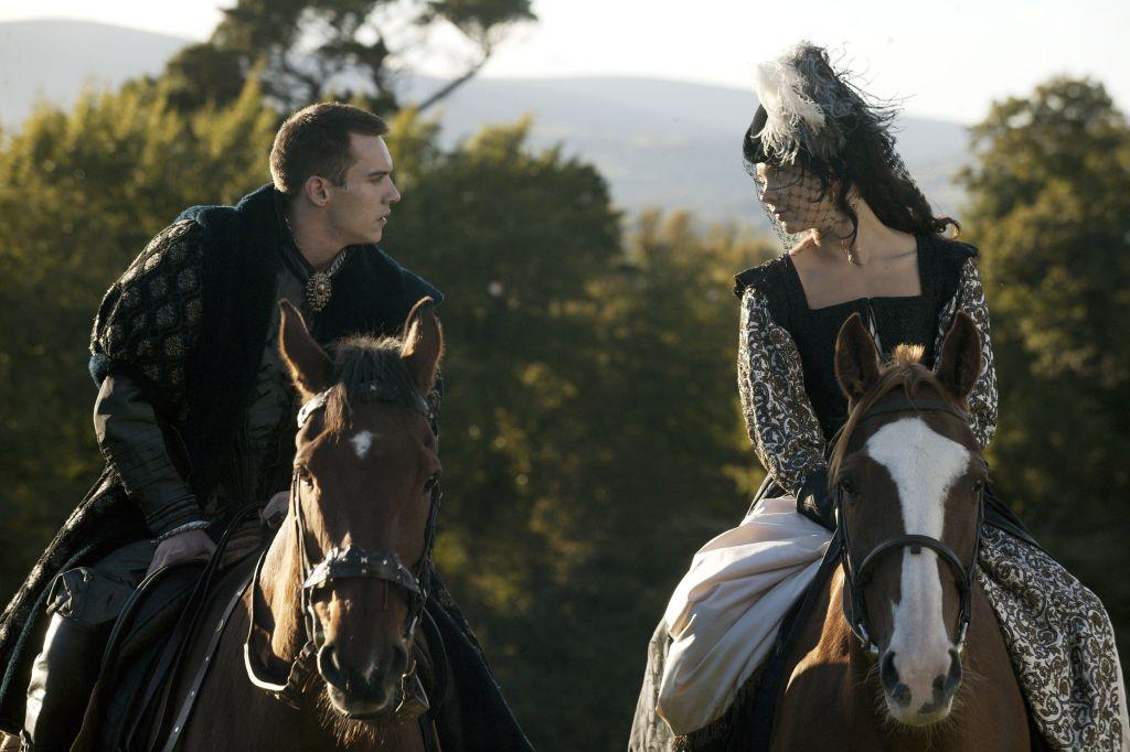 Jonathan Rhys Meyers and Natalie Dormer play Anne Boleyn and Henry VIII on horseback