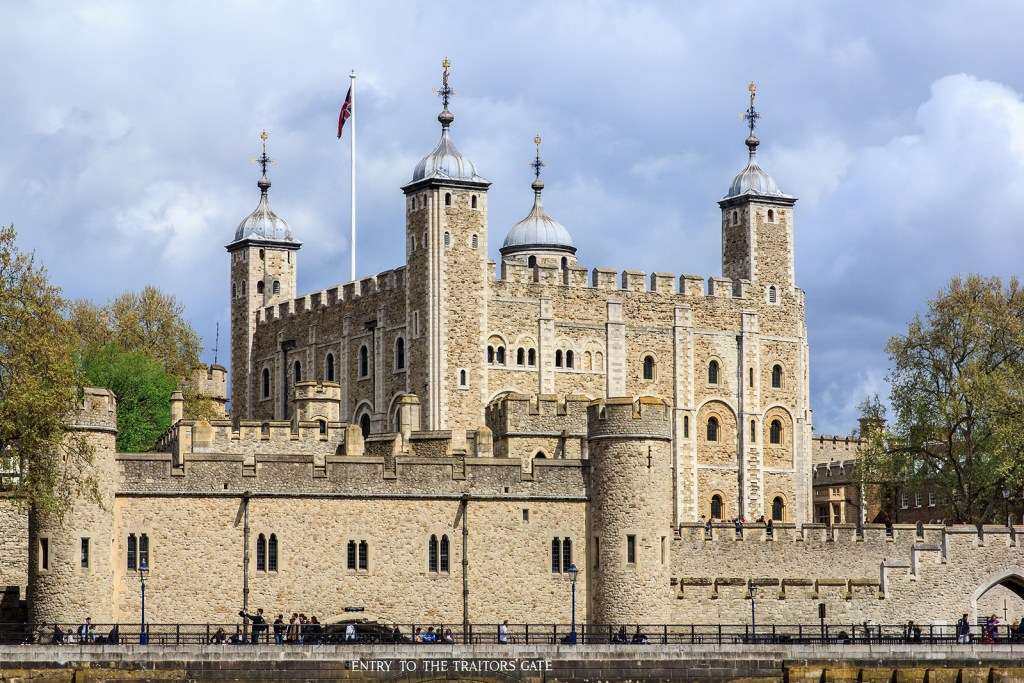Picture of the tower of London from the river