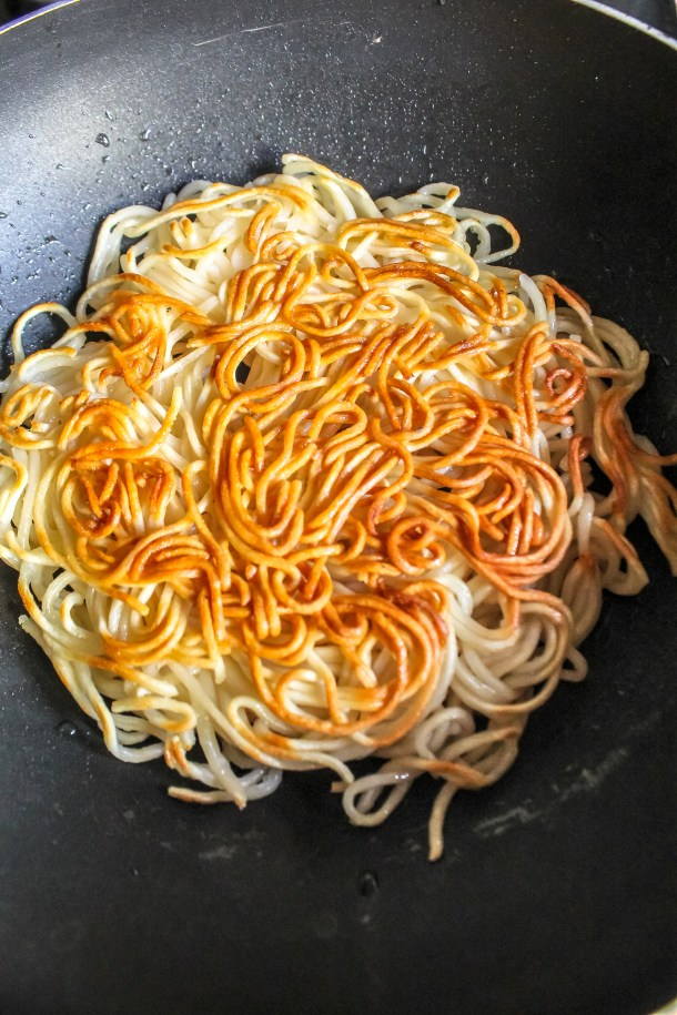 Panfried noodles with chilli garlic vegetables