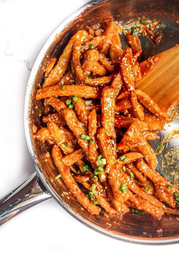 Crispy potato fries tossed in honey garlic chilli sauce and sesame seeds