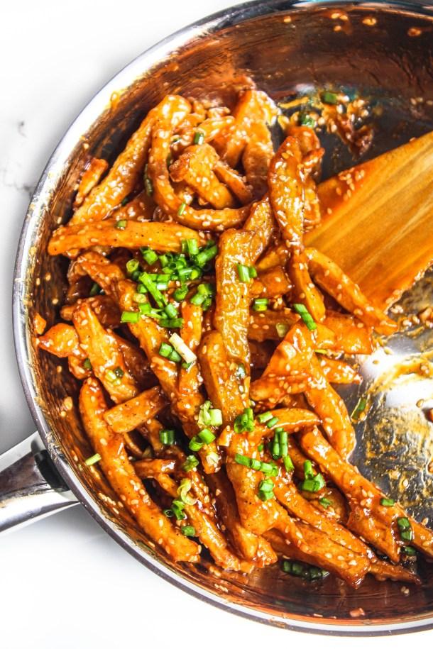 Crispy potato fries tossed in honey garlic chilli sauce