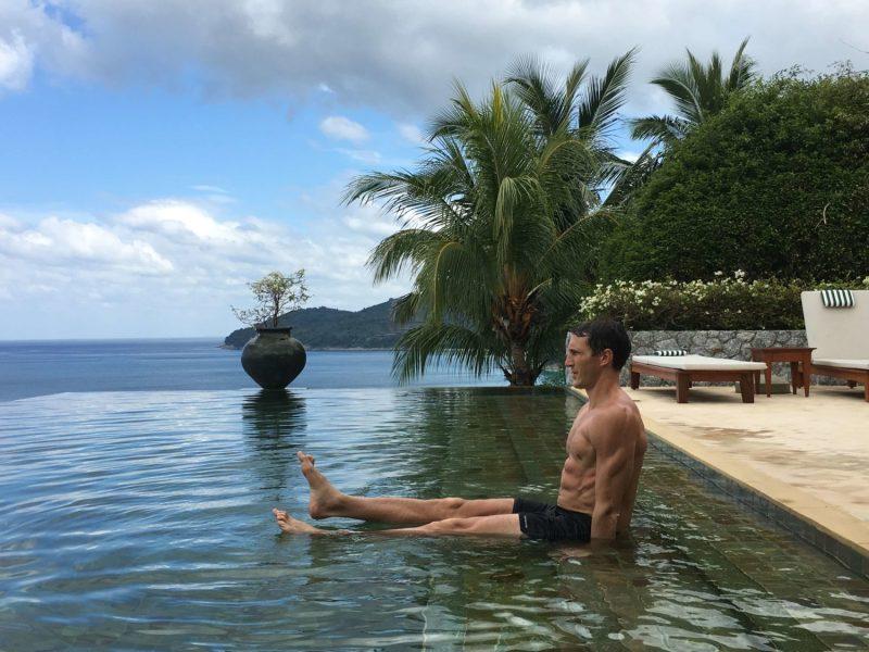 Water calisthenics pool circuit workout