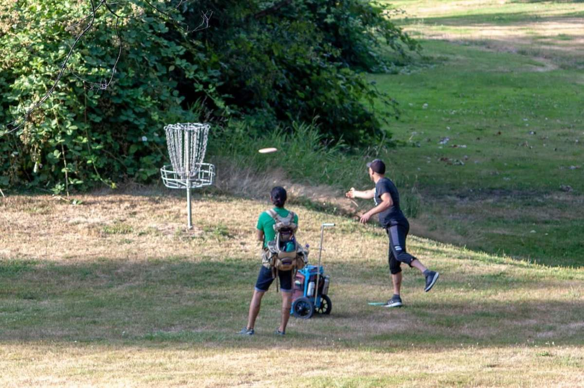 Playing frisbee golf at Jericho