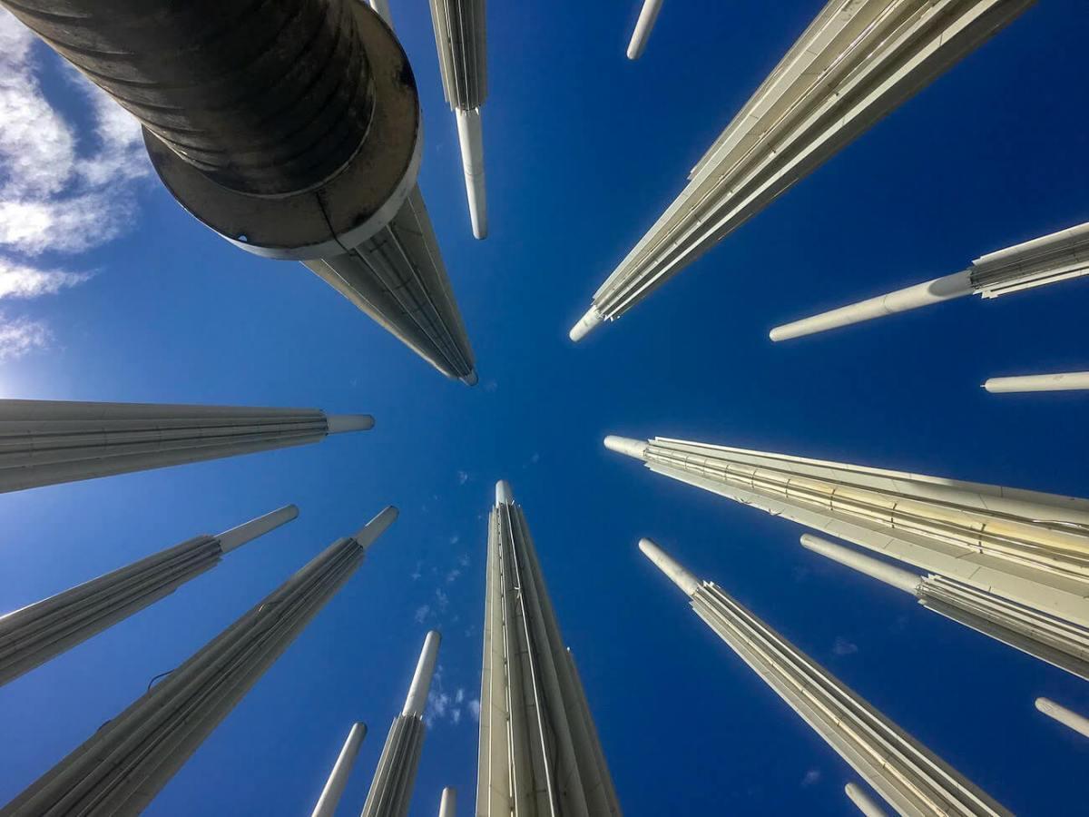 Plaza Cisneros looking straight up