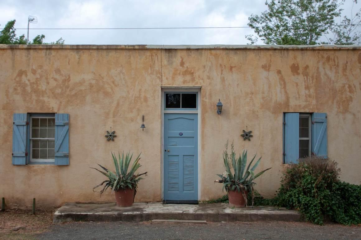 Pastel house facade in Nieu Bethesda