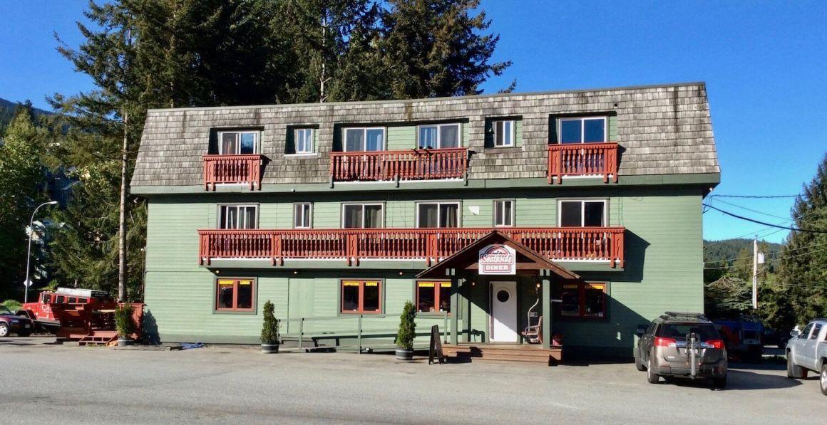 Southside Lodge hostel exterior