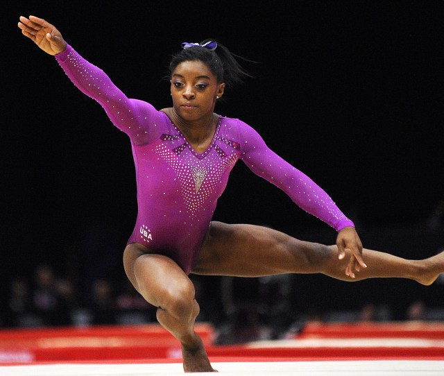 Gold Medallist Us Simone Biles Performs During The Womens Floor Final At The  World Gymnastics Championship In Glasgow Scotland On November