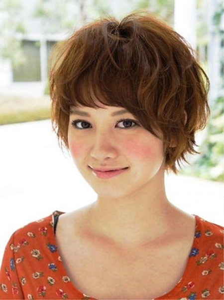 Layered-Hair-for-Round-Face Cute Short Haircuts for Girls