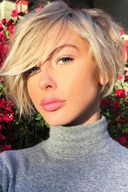Messy-Trendy-Look Short Trendy Hairstyles 2018