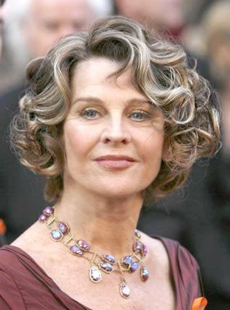 Side-Parted-Short-Haircut-Trend-with-Curled-Ends Best Short Haircuts for Older Women