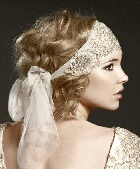 Vintage-Messy-Voluminous-Curls Short Hair Wedding Styles