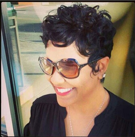 Curly-Hair Cute Short Hairstyles for Black Women