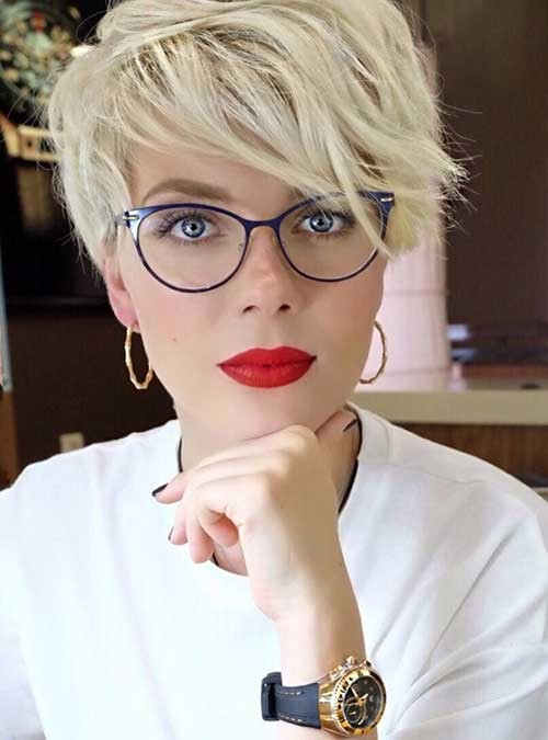 Pixie-Hair-with-Glasses Best Short Haircuts You will Want to Try