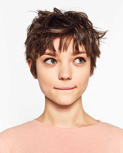 Short-Hair-Female-Model Best Pixie Haircuts for 2018