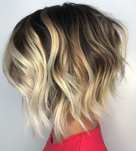 Stacked-Wavy-Bob Short Layered Wavy Hairstyles