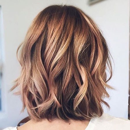 Strawberry-Blonde-Highlights-in-Brown-Hair Short Hairstyles for Wavy Hair