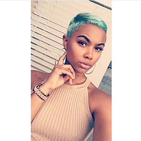 Very-Short-Pixie Best Short Hairstyles for Black Women