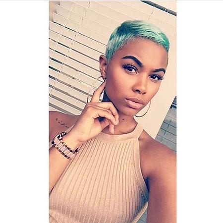 Very-Short-Pixie Best Short Hairstyles for Black Women