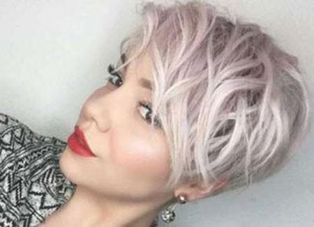 Wavy-Pixie-Cut Short Cute Hairstyles
