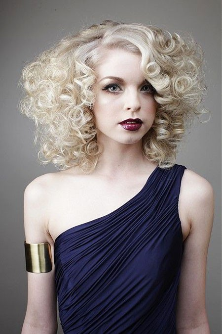 Bouncy-Curls Short Curly Blonde Hair Ideas